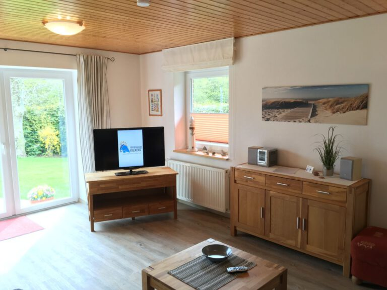 Wohnzimmer mit direktem Zugang zum Garten